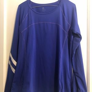 Woman's GAP fit active top size L GUC